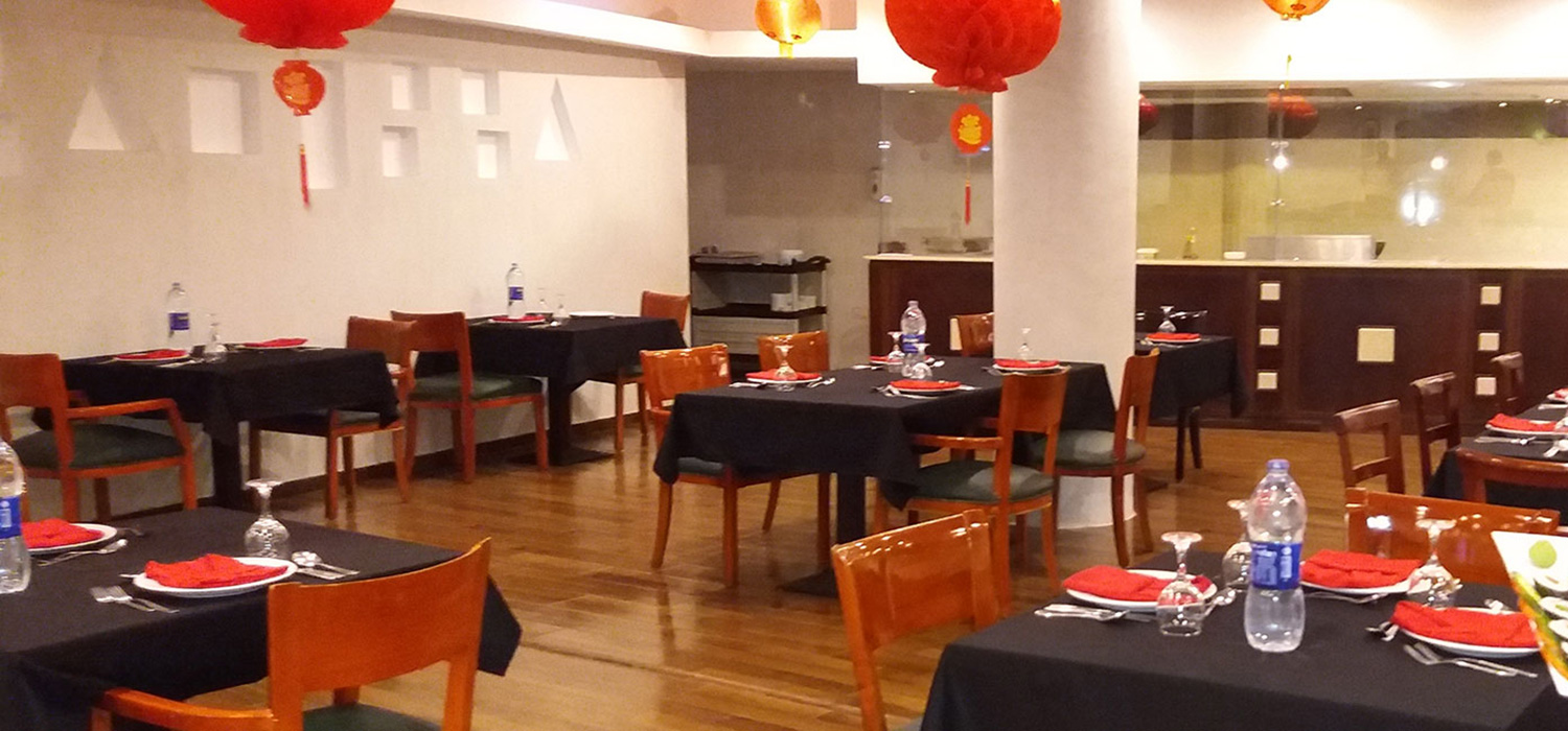 Restaurant decorated with Chinese lamps